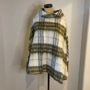 Burberry Plaid Wool Poncho Shaw Cape